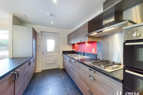 5 bedroom townhouse to rent - Burnbrae Drive, East Craigs, Edinburgh, EH12