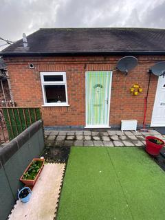 2 bedroom flat to rent - Adies Alley, Stone ST15