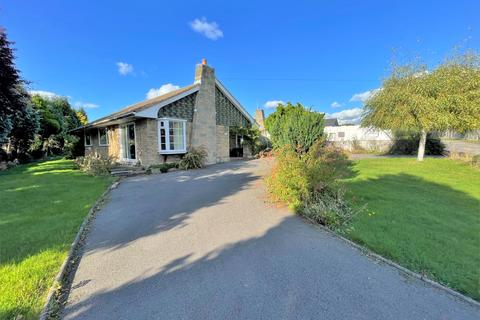 4 bedroom detached bungalow for sale - Victoria Way, Walton On The Hill, Stafford, ST17 0NU