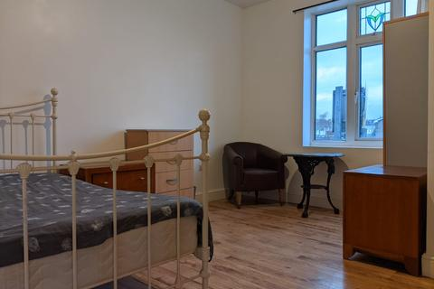 3 bedroom flat to rent - Ripple Road, Barking IG11