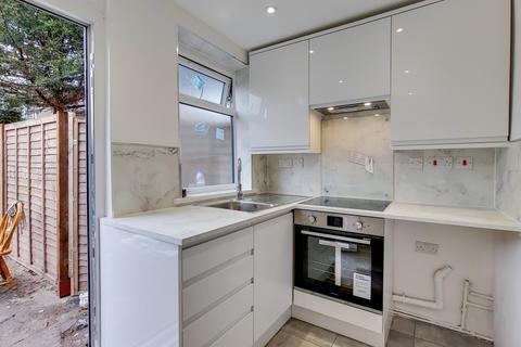 3 bedroom apartment to rent - Chandos Road, Tottenham, N17