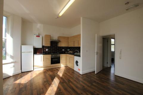 2 bedroom flat to rent - Claremont Road, London