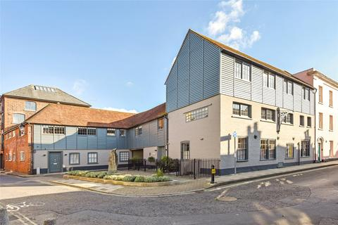 2 bedroom apartment for sale - Sadlers Warehouse, 29 Little London, Chichester, West Sussex, PO19