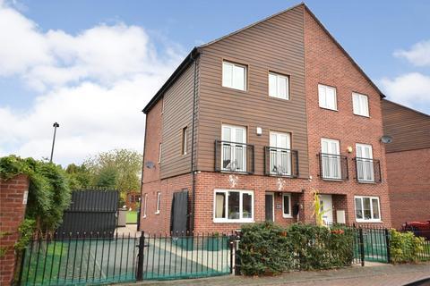 4 bedroom semi-detached house for sale - Oaklands Close, Gipton, Leeds