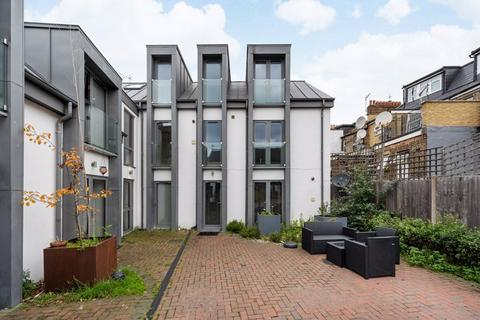3 bedroom apartment for sale - Tudor Mews, Hawthorn Road, Willesden Green, London, NW10
