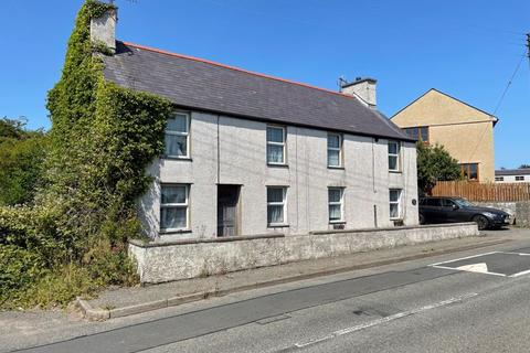 6 bedroom detached house for sale - Newborough, Anglesey.  By Online Auction Provisional bidding closing 18/11/2021 Subject to Online Auction T&C's