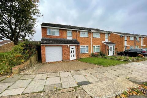 4 bedroom semi-detached house to rent - Ventnor Gardens, Luton, Bedfordshire, LU3 3SN