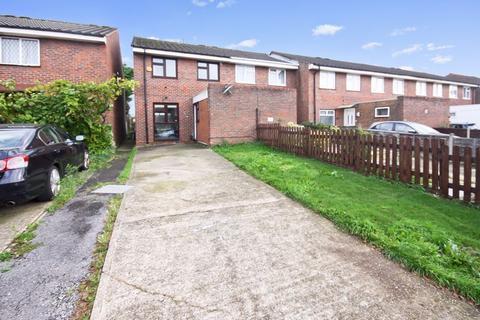 3 bedroom end of terrace house for sale - Blenheim Road, Northolt