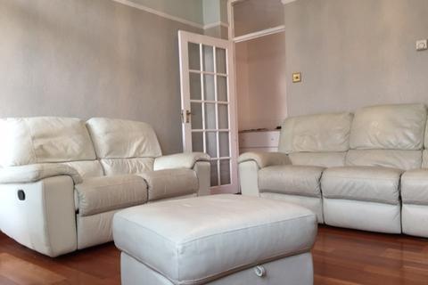 3 bedroom flat to rent - Cazenove Road, London N16