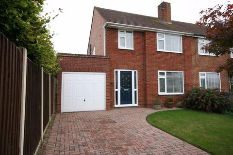 3 bedroom semi-detached house for sale - Simmonds Road, Hucclecote, Gloucester