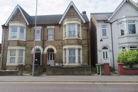 3 bedroom flat to rent - Burghley Road Flat, Peterborough