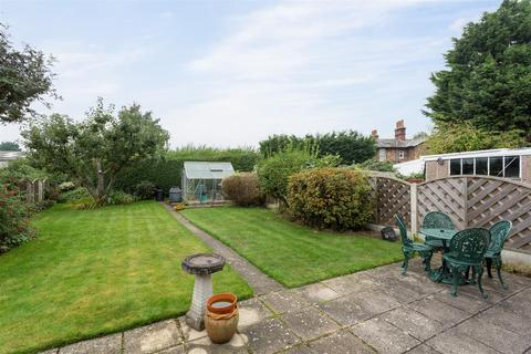 3 bedroom bungalow for sale - Linley Avenue, Haxby, York