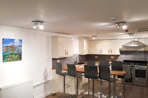 8 bedroom flat to rent - * £145pppw inc bills * Derby Road, Nottingham, NG7 1LR