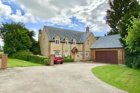 3 bedroom detached house for sale - Deanshanger Road, Wicken, Milton Keynes