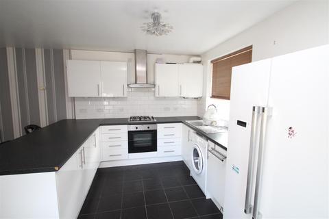 2 bedroom flat to rent - Long Drive, Ruislip