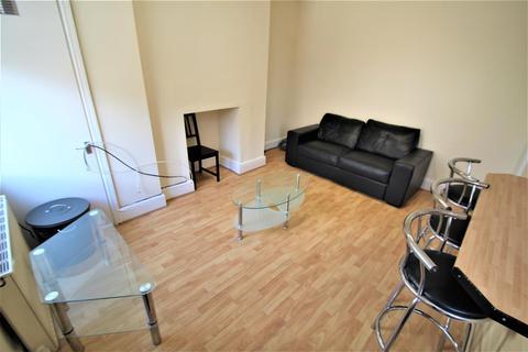 4 bedroom detached house to rent - Broomfield Terrace, Burley, Leeds, LS4 3DQ