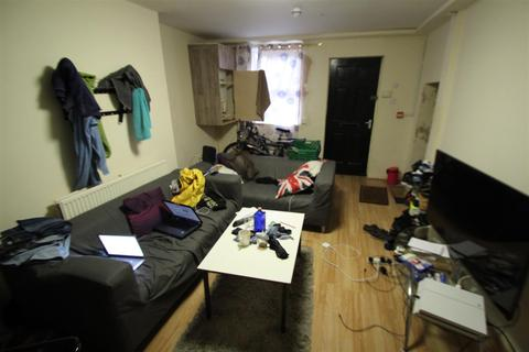 3 bedroom apartment to rent - Royal Park Terrace, Hyde Park, Leeds, LS6 1AH