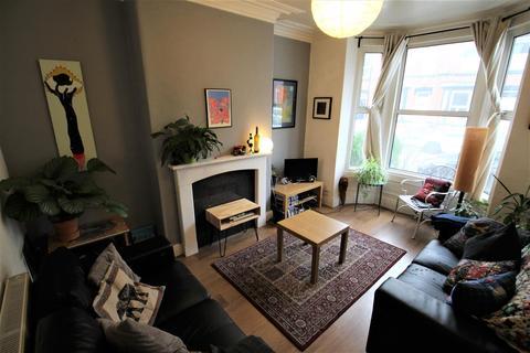 3 bedroom terraced house to rent - Ashville Avenue, Leeds, Leeds, LS6 1LX