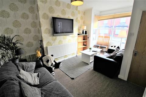 5 bedroom terraced house to rent - Beechwood View, Burley, Leeds, LS4 2LP
