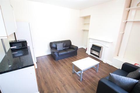 3 bedroom terraced house to rent - Kelsall Terrace, Hyde Park, Leeds, LS6 1RD