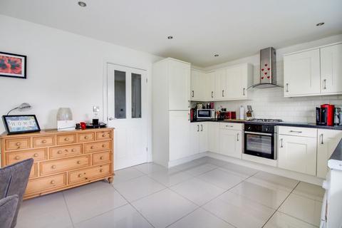 3 bedroom detached house for sale - Dodsworth Avenue, York YO31 8TY