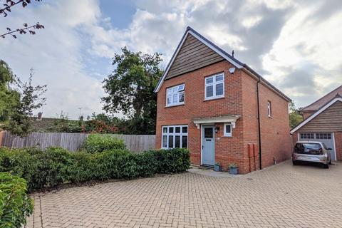 3 bedroom detached house for sale - Loveday Way, Thundersley, Essex, SS7