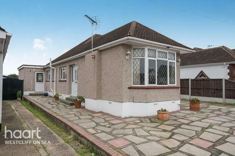 4 bedroom bungalow for sale - Dulverton Avenue, Westcliff-On-Sea