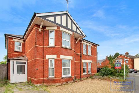6 bedroom detached house to rent - Melville Road, Bournemouth, Dorset, bh9