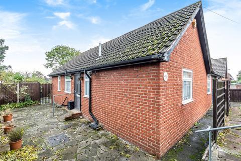 3 bedroom bungalow for sale - Waters Road London SE6