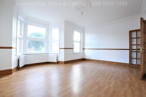 3 bedroom flat for sale - Elgin Road, Sevenkings, IG3