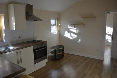 1 bedroom flat to rent - 1 Bedroom first floor flat, Queens Park, Bedford