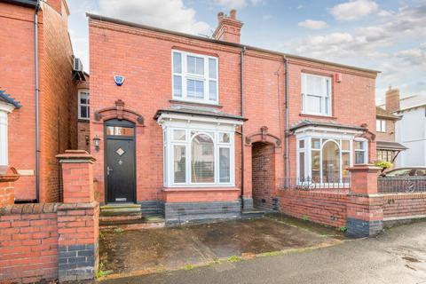4 bedroom semi-detached house to rent - Vicarage Road, Wollaston, Stourbridge, DY8 4QZ