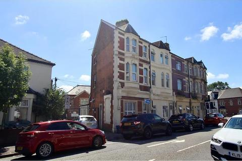 3 bedroom end of terrace house for sale - Penarth Road, Grangetown, Cardiff