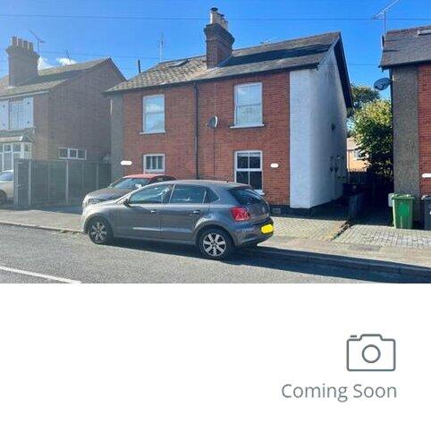 2 bedroom semi-detached house for sale - Lightwater,  Surrey,  GU18