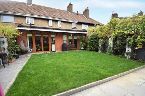 6 bedroom terraced house to rent - Froissart Road London SE9