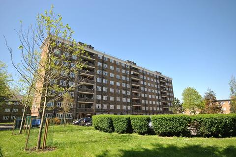 3 bedroom flat for sale - Penrose Street London SE17