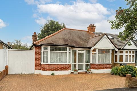 2 bedroom semi-detached bungalow for sale - Oakleafe Gardens, Ilford