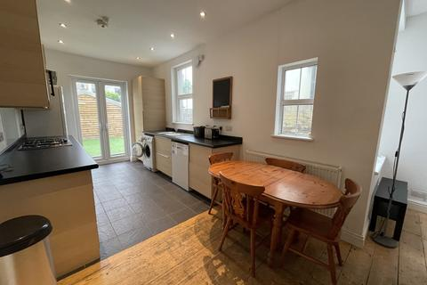 3 bedroom terraced house to rent - Canada Road, Heath