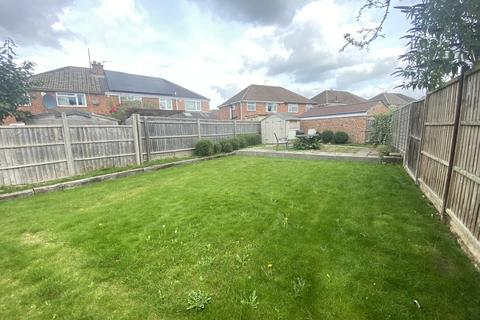 4 bedroom semi-detached house to rent - Beech Crescent, Kidlington