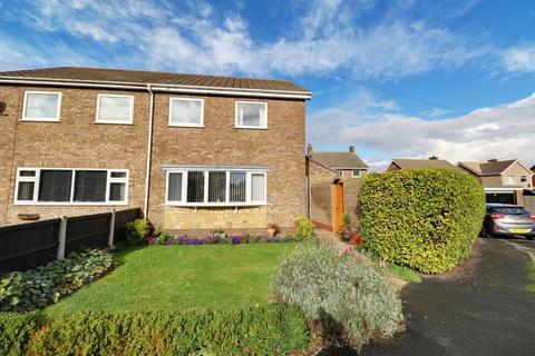 3 bedroom semi-detached house for sale - Hayton Close, Winterton
