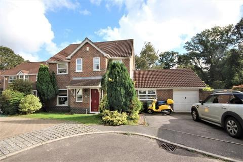 4 bedroom house for sale - Mallow Close, Broadstone, BH18