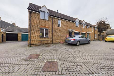 3 bedroom semi-detached house for sale - Queensgate, Fairford Leys