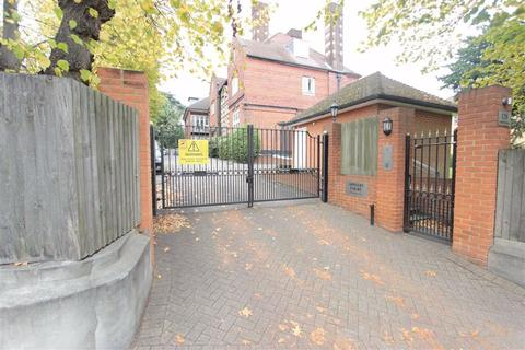 2 bedroom flat to rent - Appleby Court, Palmers Green, London