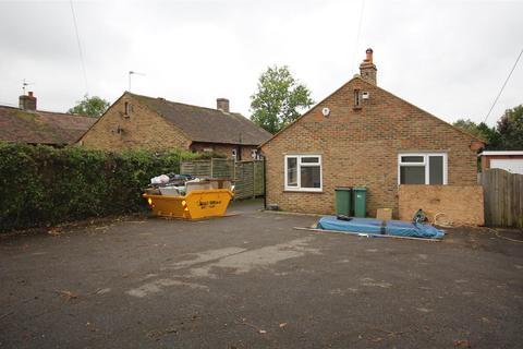3 bedroom detached bungalow for sale - London Road, Henfield