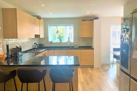 4 bedroom detached house to rent - Hearthstone Close, Cheadle, Stockport, SK8 2NW