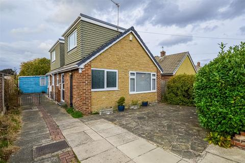 3 bedroom detached bungalow for sale - Briar Grove, Wakefield