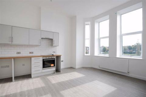 2 bedroom flat to rent - Radnor Park Avenue, Folkestone, Kent, CT19