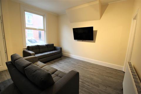 5 bedroom terraced house to rent - Welton Place, Hyde Park, Leeds, LS6 1EW
