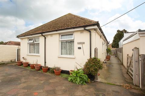 3 bedroom detached bungalow for sale - Park Avenue, Birchington