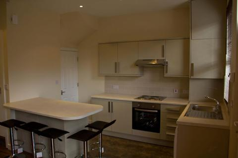 5 bedroom terraced house to rent - Royal Park Mount, Hyde Park, Leeds, LS6 1HL